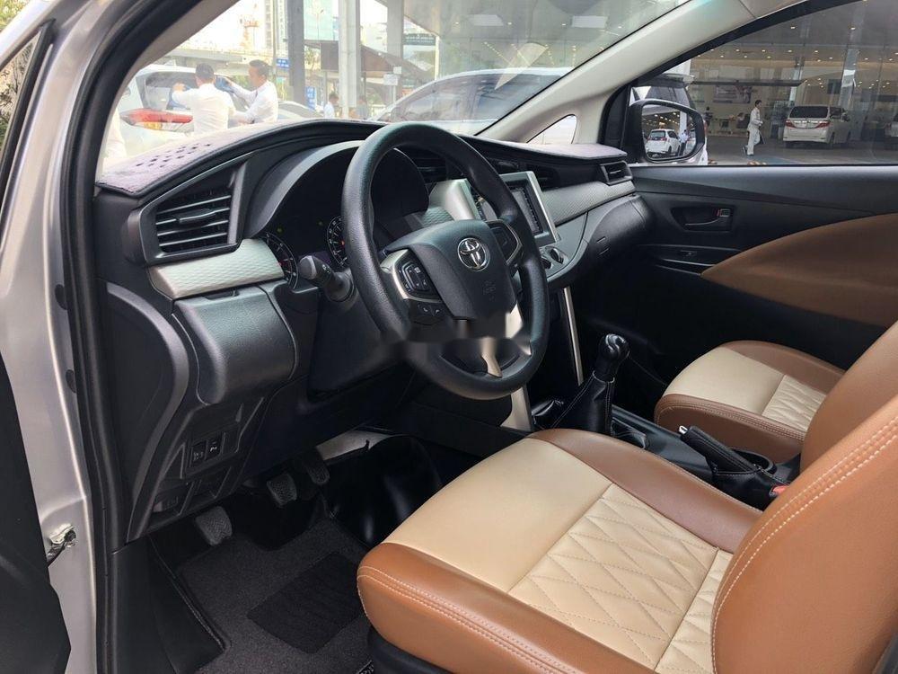 Cần bán xe Toyota Innova đời 2017, màu bạc, full đồ chơi (4)