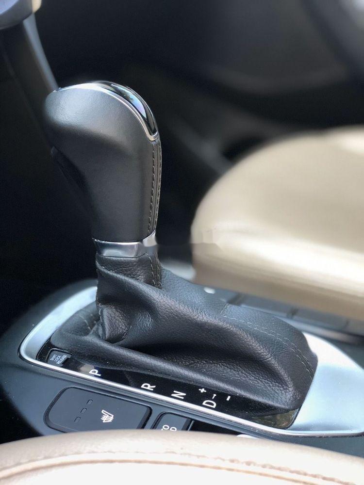 Cần bán Hyundai Santa Fe sản xuất 2018, màu trắng xe nguyên bản (6)