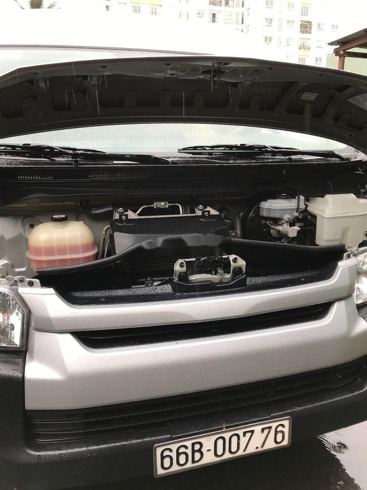 Bán xe Toyota Hiace sản xuất 2017, màu bạc, nhập khẩu chính hãng (8)