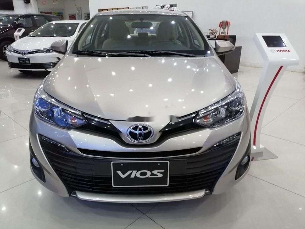 Cần bán xe Toyota Vios sản xuất 2019, màu bạc giá cạnh tranh (1)