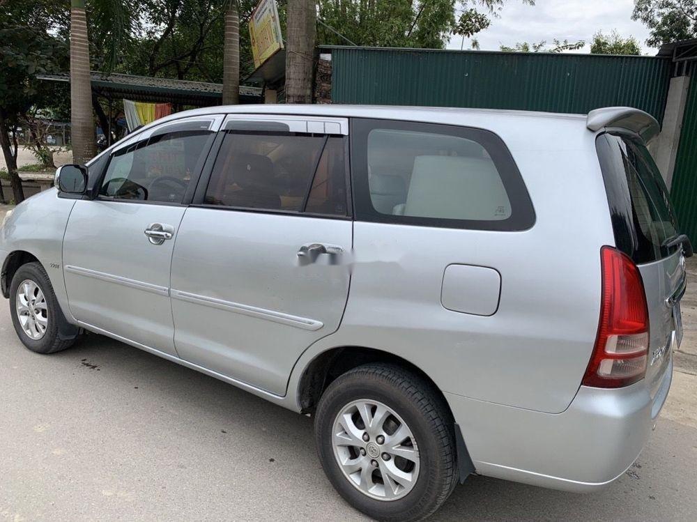Cần bán Toyota Innova 2008, màu bạc số sàn xe nguyên bản (4)