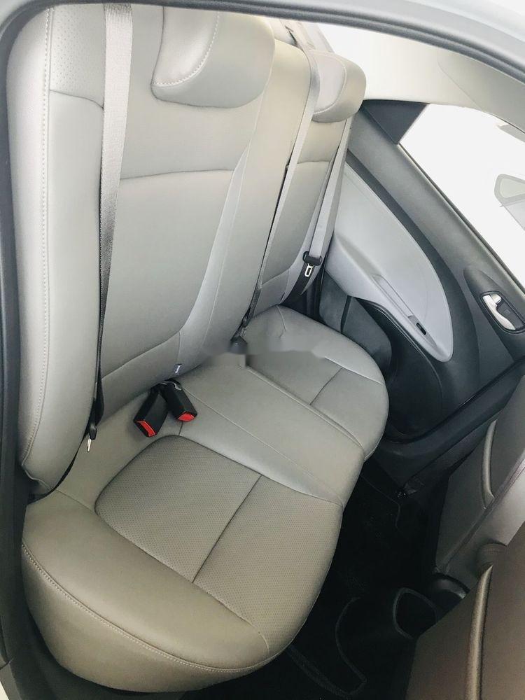 Cần bán xe Kia Soluto năm 2019, màu bạc, 399tr (8)