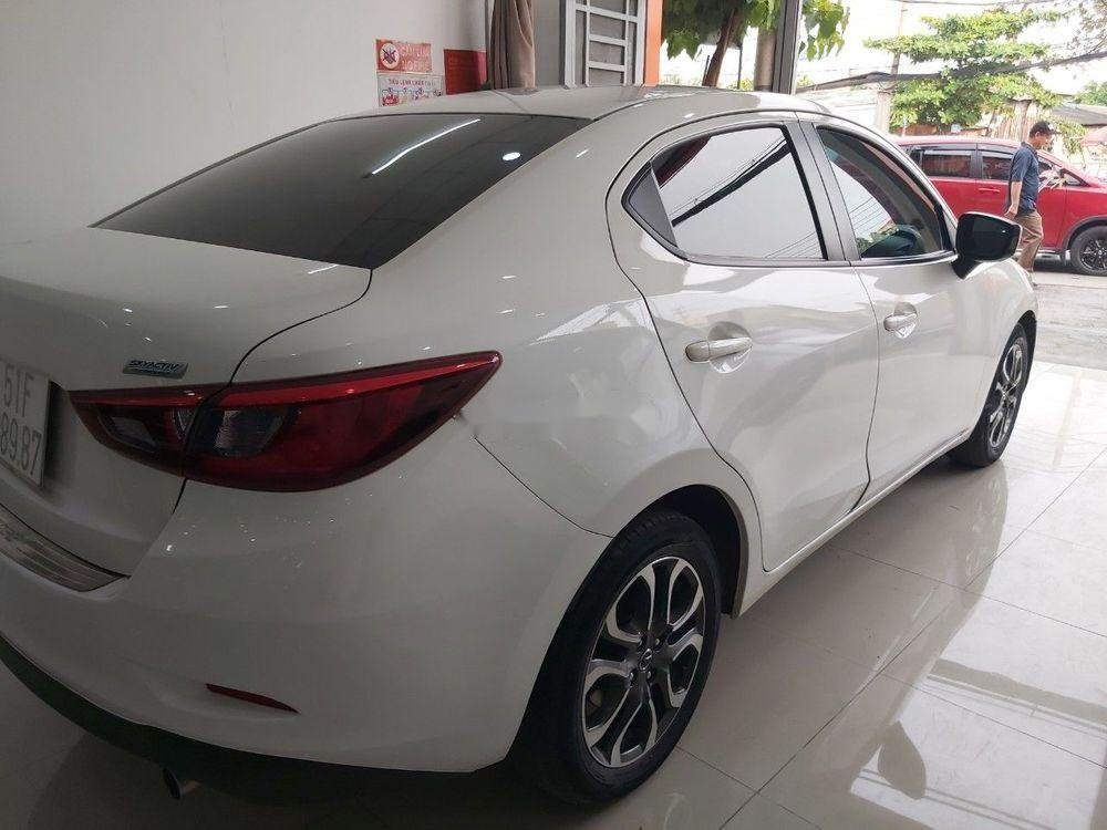 Cần bán gấp Mazda 2 sản xuất 2016, màu trắng chính chủ, giá 465tr xe nguyên bản (2)