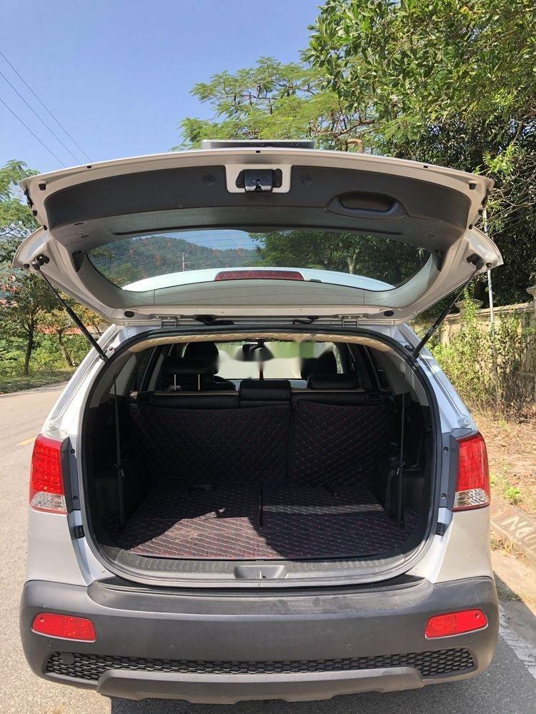 Cần bán gấp Kia Sorento sản xuất năm 2013, màu bạc xe gia đình xe nguyên bản (6)