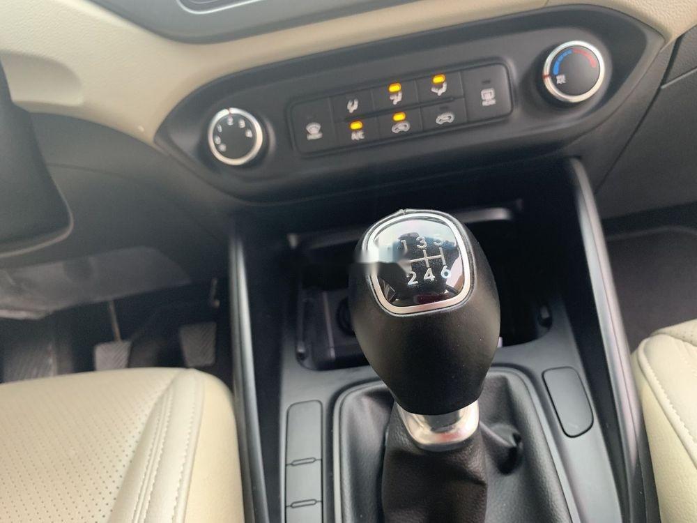 Cần bán lại xe Kia Rondo sản xuất năm 2018, màu nâu xe nguyên bản (9)