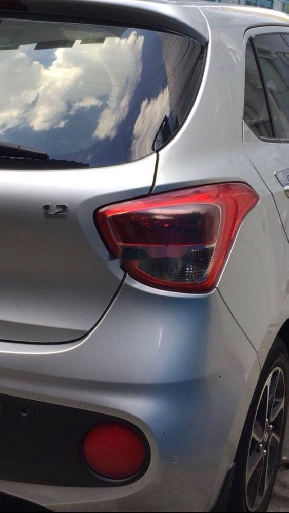 Cần bán Hyundai Grand i10 2017, màu bạc, xe còn mới (9)