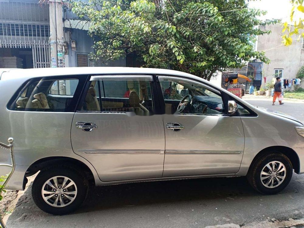 Bán Toyota Innova MT năm sản xuất 2014, màu bạc, nhập khẩu nguyên chiếc (2)