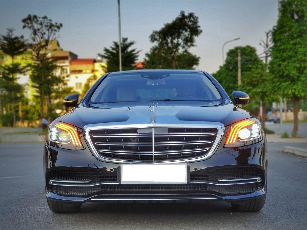 Cần bán Mercedes đời 2018, màu đen chính chủ xe nguyên bản (1)