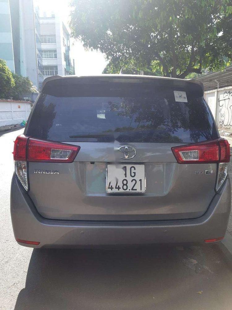 Bán xe cũ Toyota Innova năm 2017, màu xám (3)