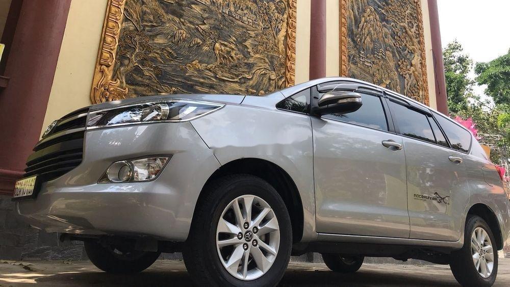 Bán Toyota Innova năm 2017, nhập khẩu nguyên chiếc, giá tốt (10)