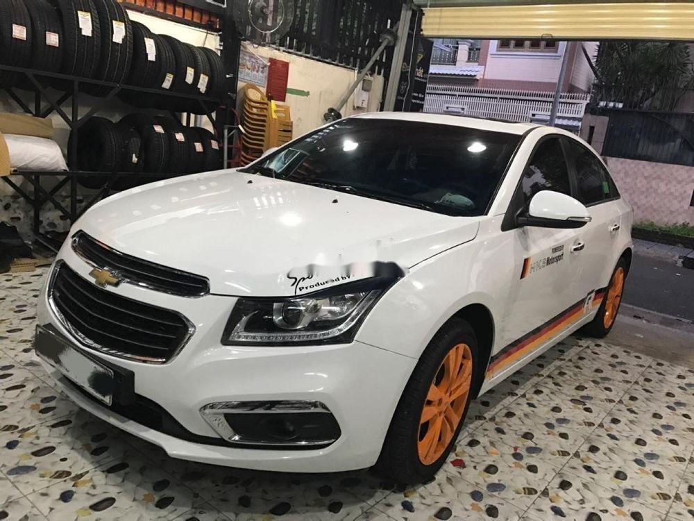 Cần bán xe Chevrolet Cruze năm sản xuất 2017, màu trắng xe gia đình xe nguyên bản (1)
