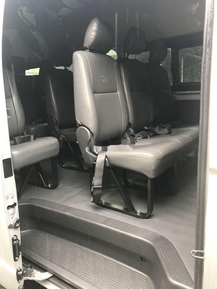 Bán xe Toyota Hiace sản xuất 2017, màu bạc, nhập khẩu chính hãng (7)