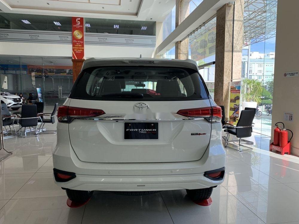 Cần bán xe Toyota Fortuner đời 2019, màu trắng, giá tốt (6)