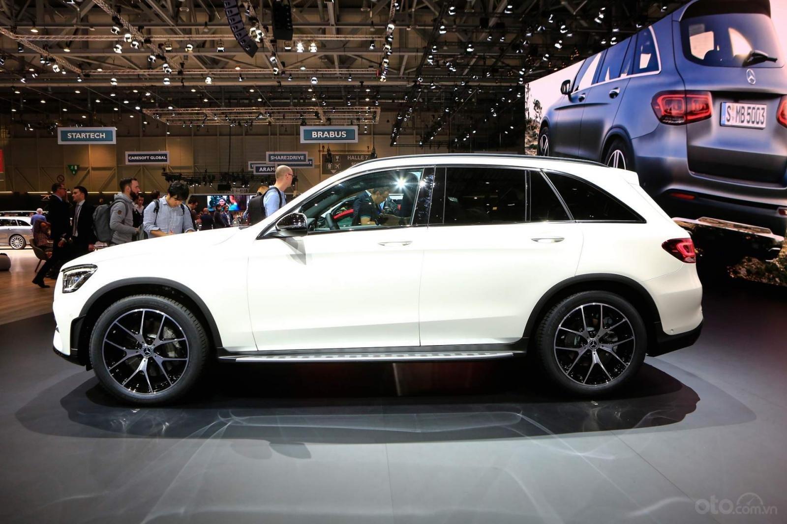 Nhận cọc Mercedes-Benz GLC-Class đời 2020, màu Trắng xe nhập giá chỉ 2 tỷ 289 triệu. Lh Mr Nam 0913332288 (1)