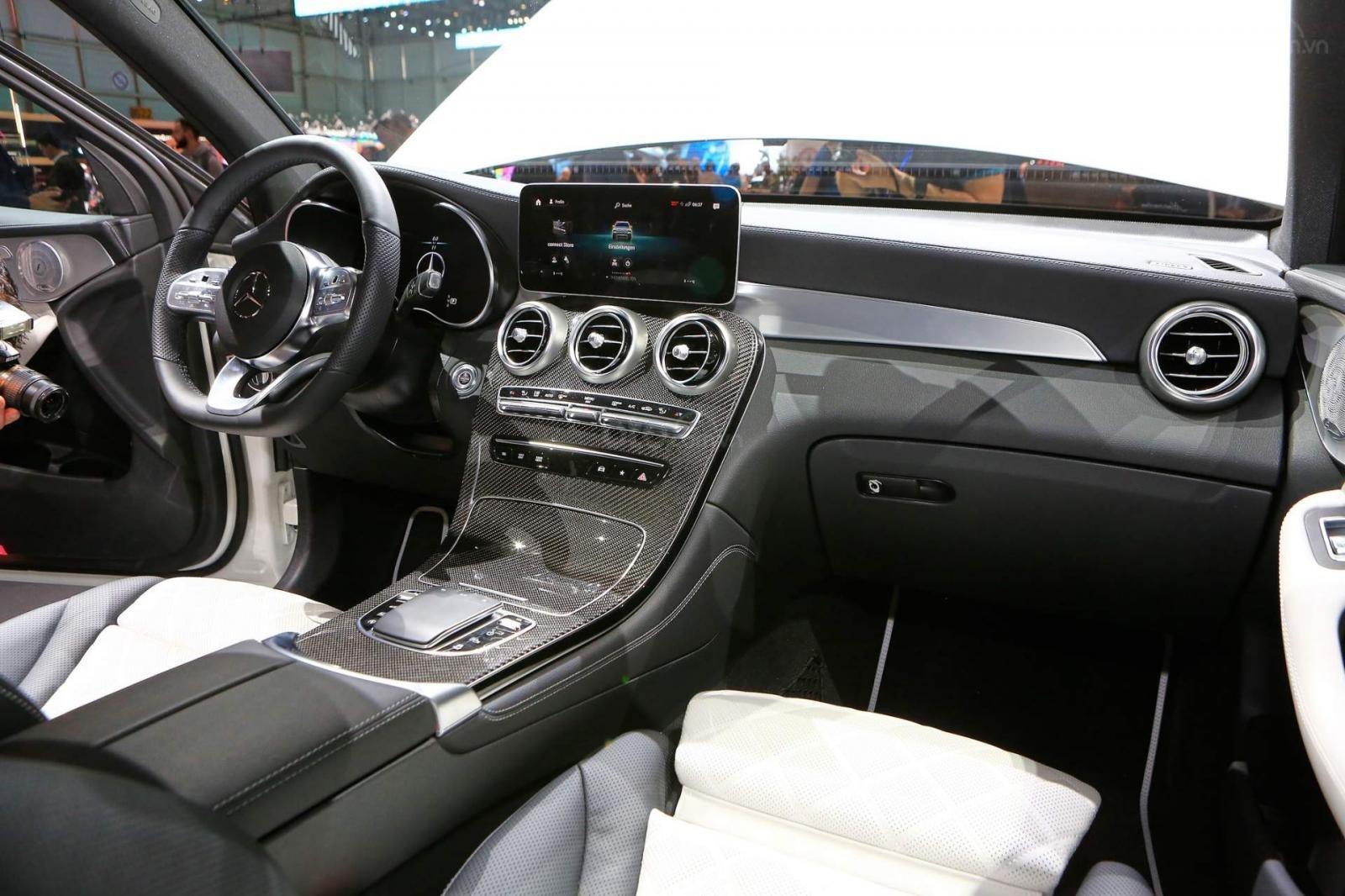 Nhận cọc Mercedes-Benz GLC-Class đời 2020, màu Trắng xe nhập giá chỉ 2 tỷ 289 triệu. Lh Mr Nam 0913332288 (7)