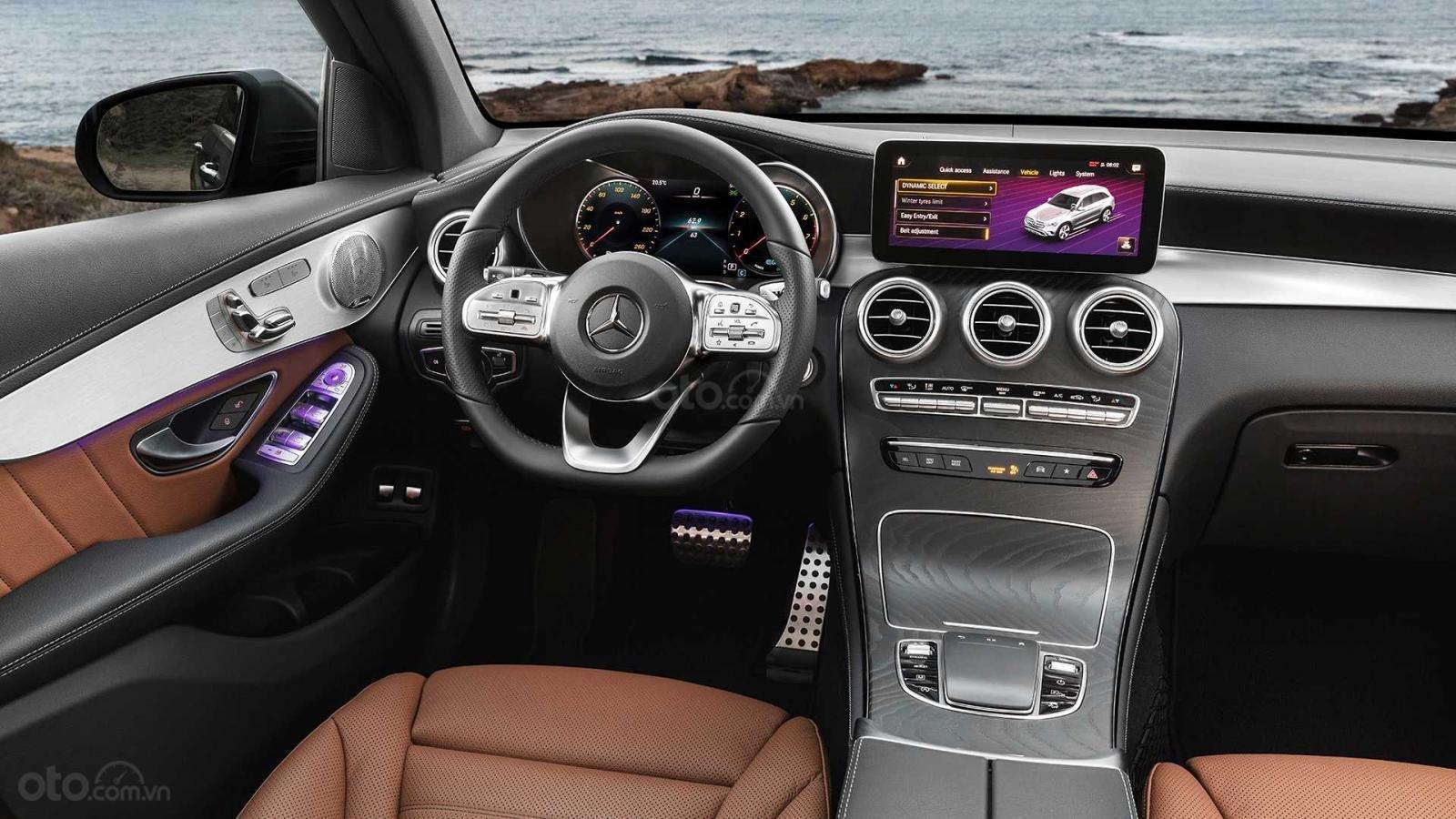 Nhận cọc Mercedes-Benz GLC-Class đời 2020, màu Trắng xe nhập giá chỉ 2 tỷ 289 triệu. Lh Mr Nam 0913332288 (5)