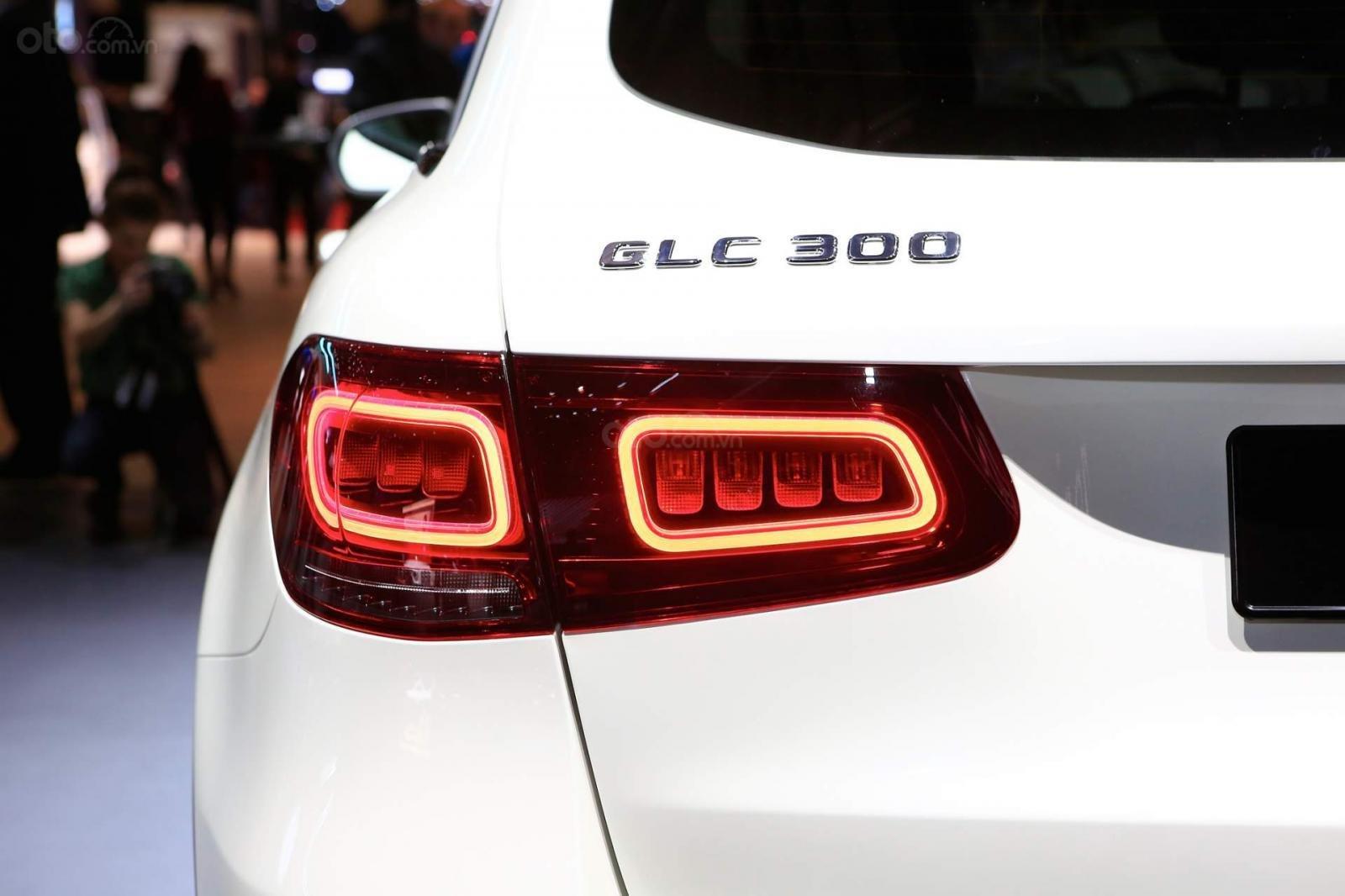 Nhận cọc Mercedes-Benz GLC-Class đời 2020, màu Trắng xe nhập giá chỉ 2 tỷ 289 triệu. Lh Mr Nam 0913332288 (9)