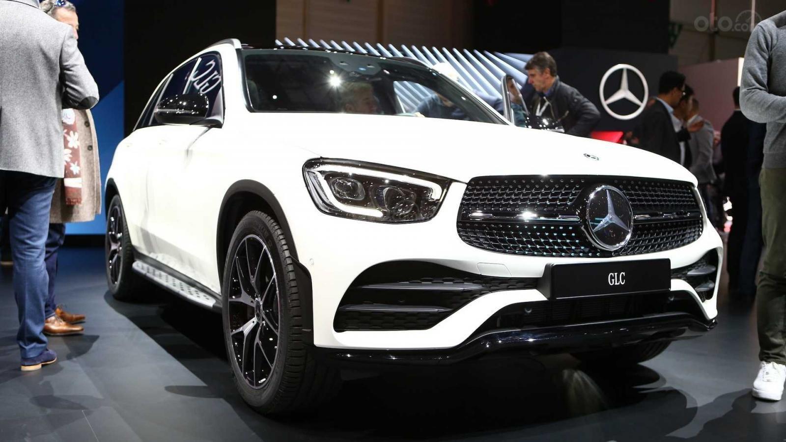 Nhận cọc Mercedes-Benz GLC-Class đời 2020, màu Trắng xe nhập giá chỉ 2 tỷ 289 triệu. Lh Mr Nam 0913332288 (11)