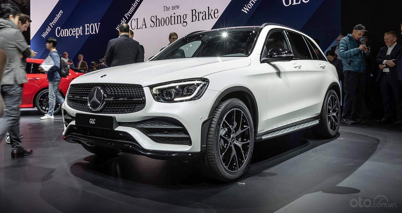 Nhận cọc Mercedes-Benz GLC-Class đời 2020, màu Trắng xe nhập giá chỉ 2 tỷ 289 triệu. Lh Mr Nam 0913332288 (10)
