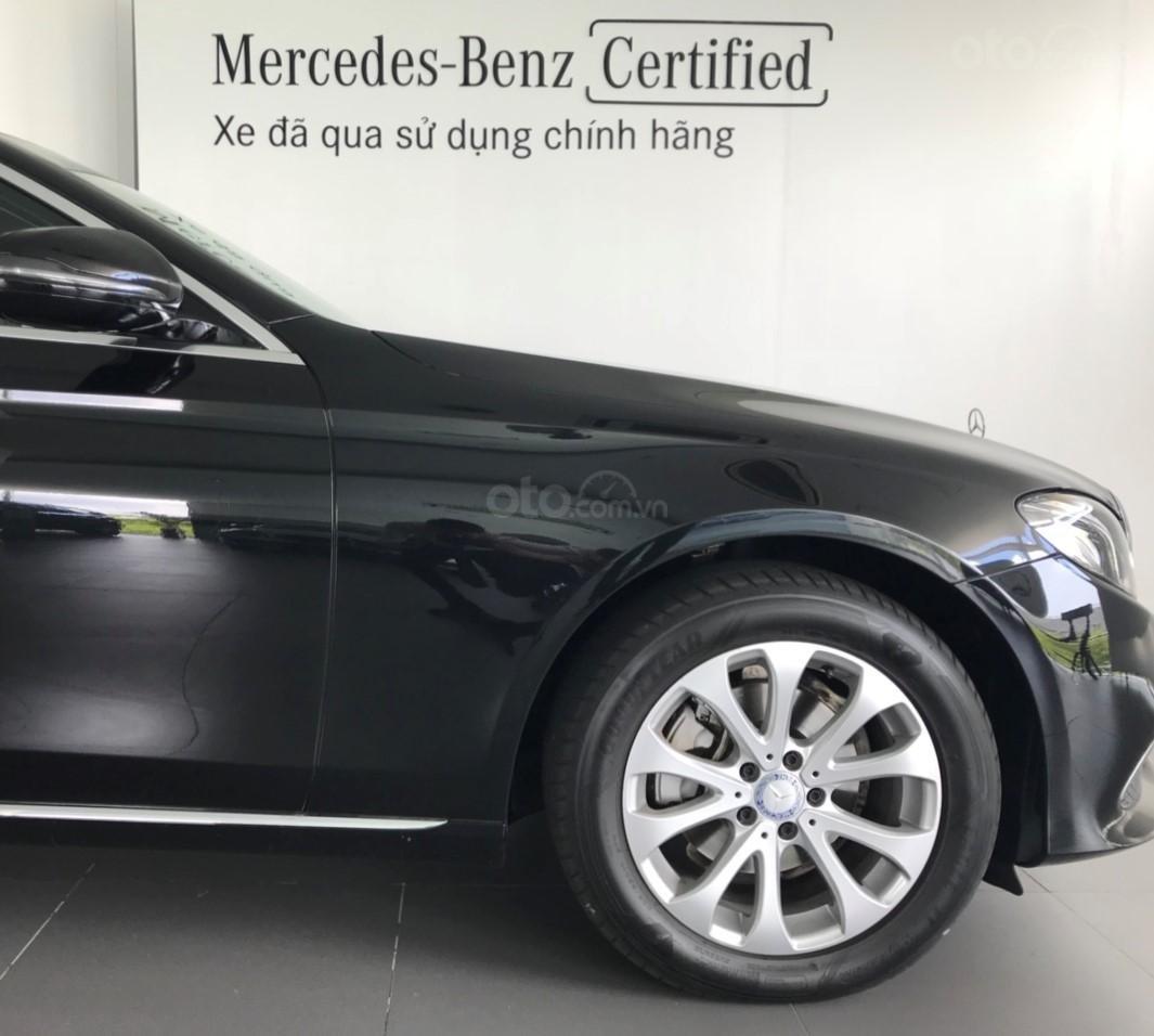 Bán Mercedes E200 2017, màu đen, 35.000 km, xe cũ chính hãng (3)