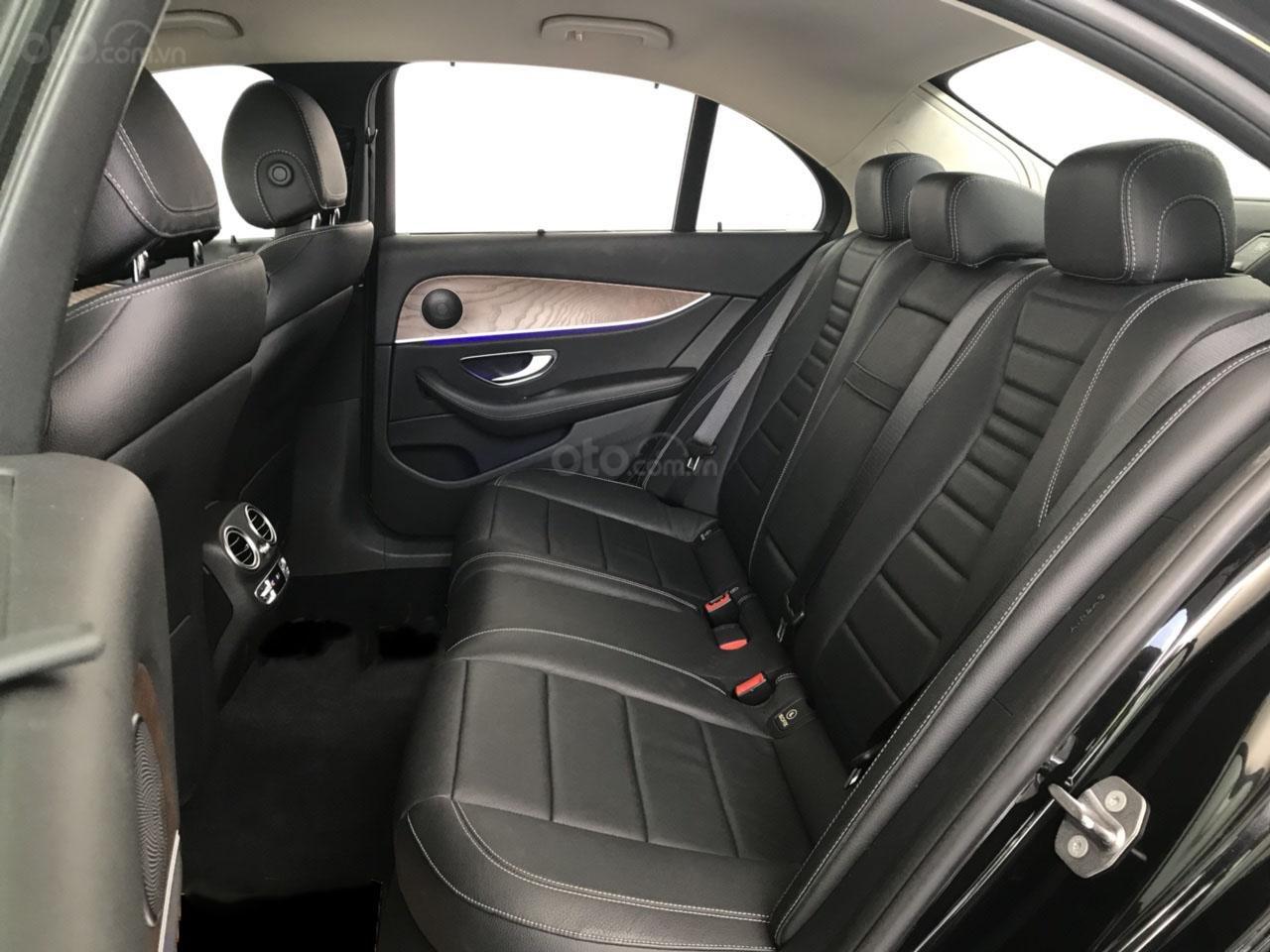 Bán Mercedes E200 2017, màu đen, 35.000 km, xe cũ chính hãng (6)