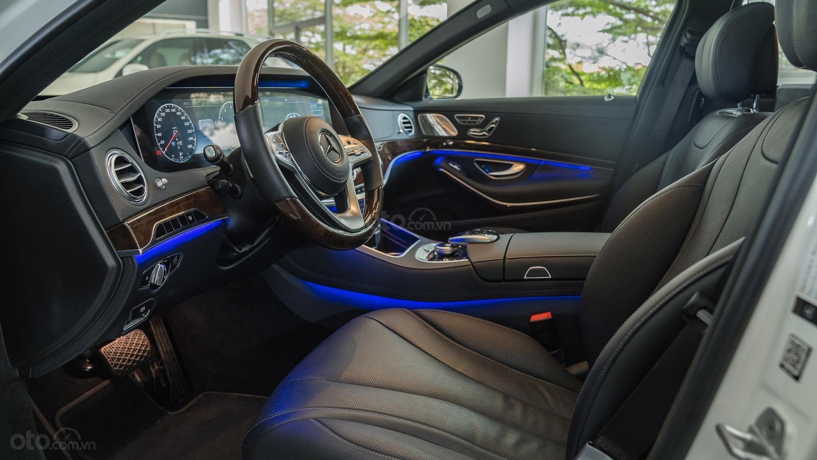 Thanh lý S450L 2018 màu trắng chạy 20km, chỉ đăng ký không chạy xe chính hãng (11)