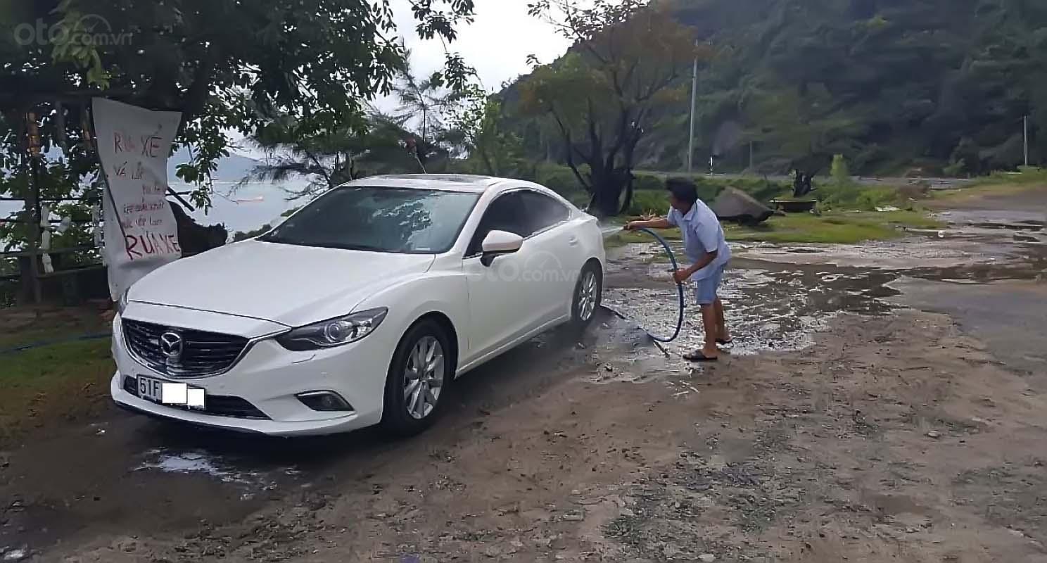 Cần bán xe Mazda 6 2.0 AT đời 2015, màu trắng, 700 triệu (1)