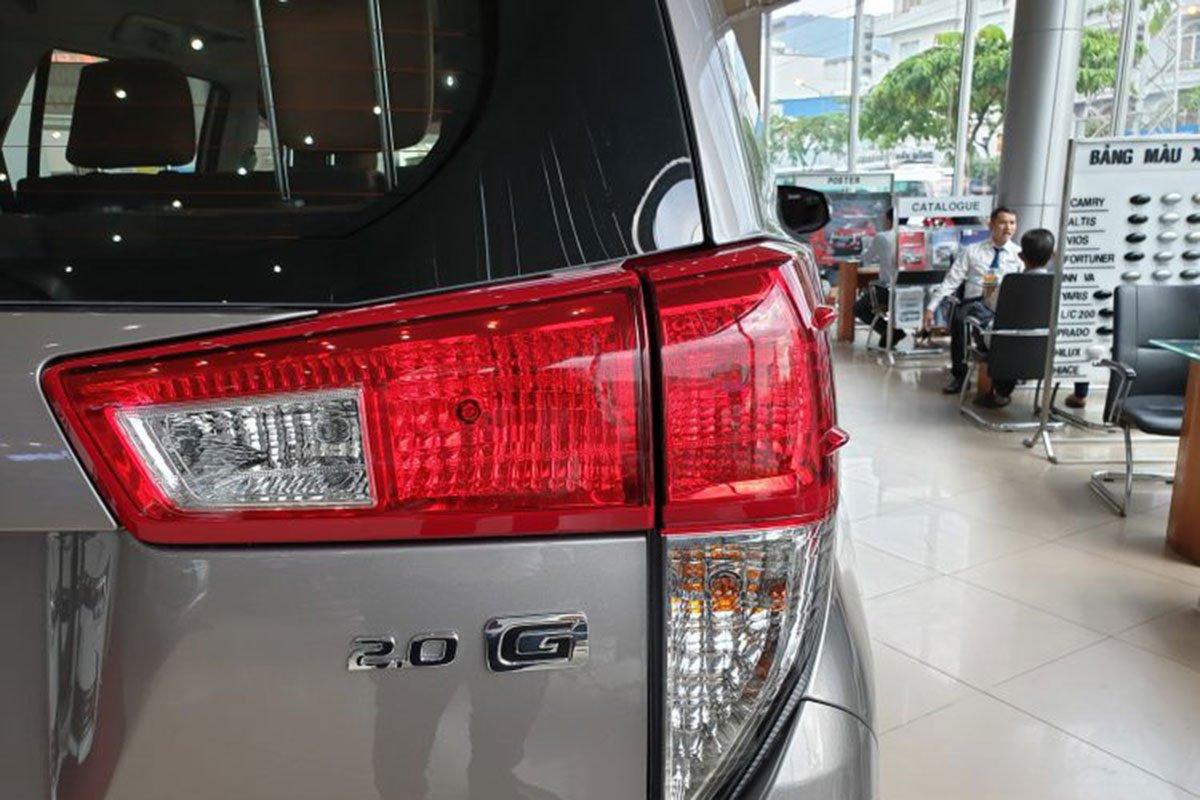 So sánh xe Ford Tourneo 2019 và Toyota Innova 2019 a13