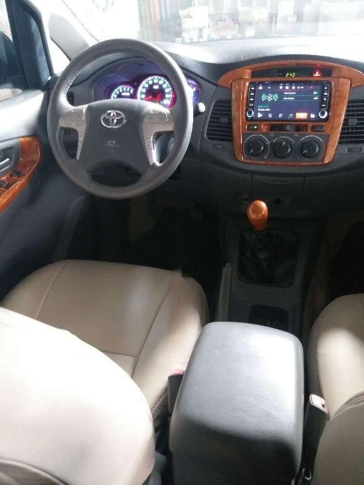 Cần bán lại Toyota Innova năm sản xuất 2014, màu bạc, giá tốt (5)