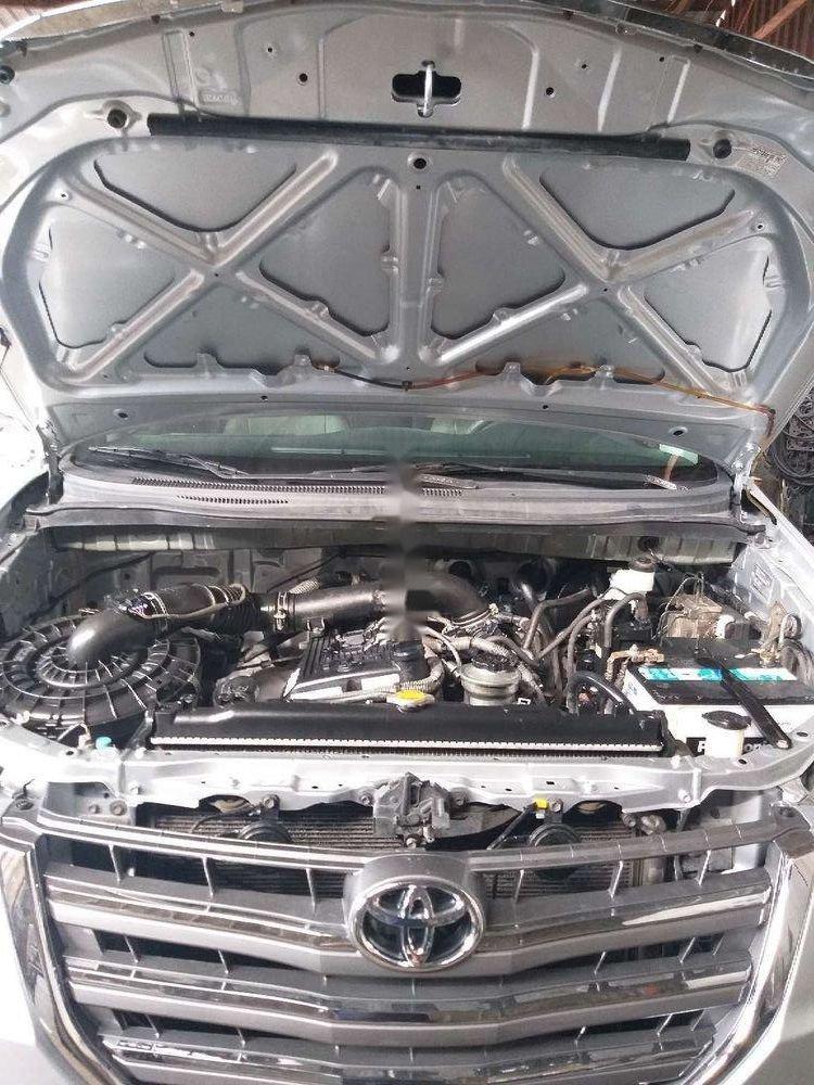 Cần bán lại Toyota Innova năm sản xuất 2014, màu bạc, giá tốt (2)