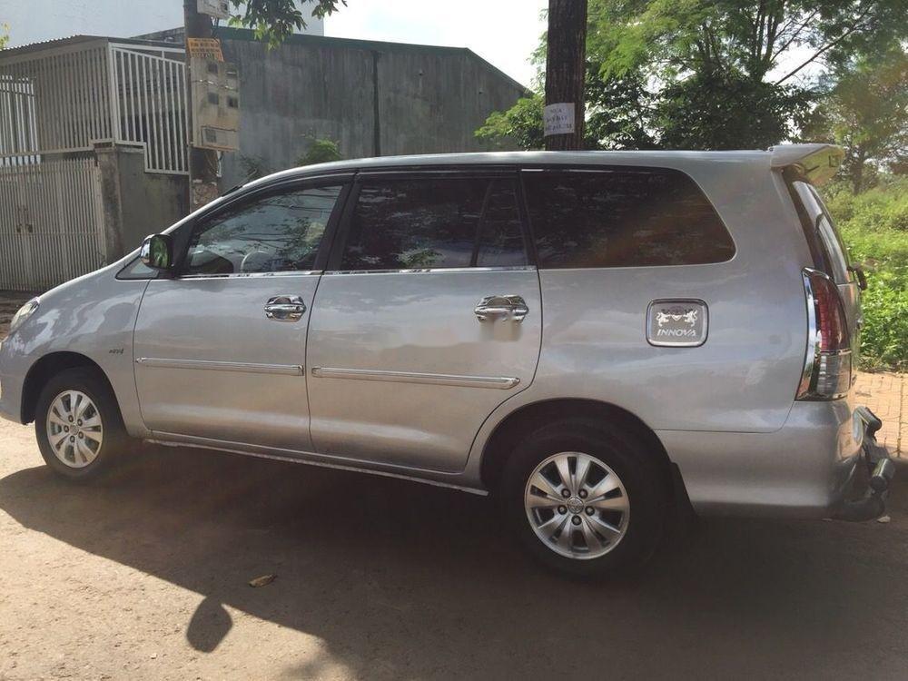 Cần bán xe Toyota Innova MT sản xuất 2009, màu bạc (2)
