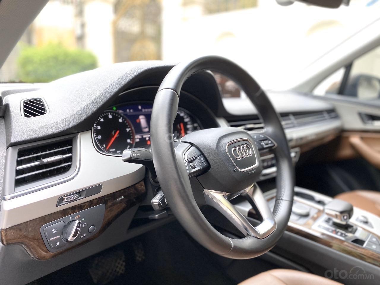 Cần bán chiếc xe Audi Q7 3.0, đời 2017, màu nâu (7)