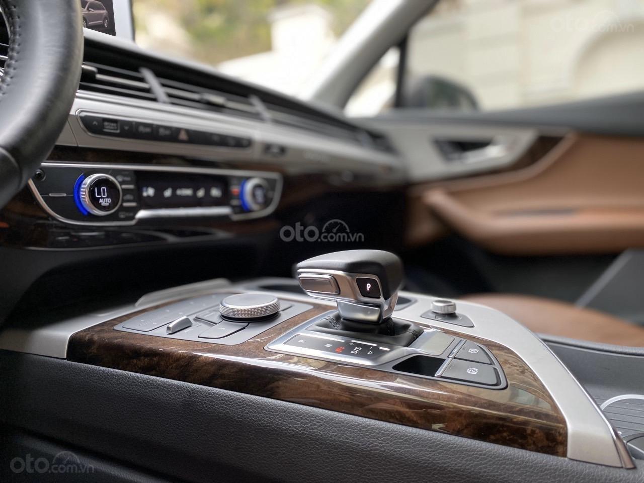 Cần bán chiếc xe Audi Q7 3.0, đời 2017, màu nâu (4)