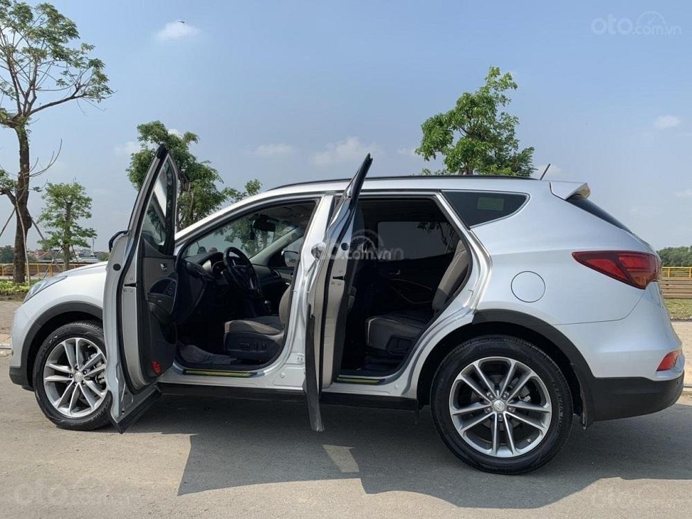 Cần bán Hyundai Santa Fe 2017 diesel 2.2L hai cầu, màu bạc tại TP. HCM (5)