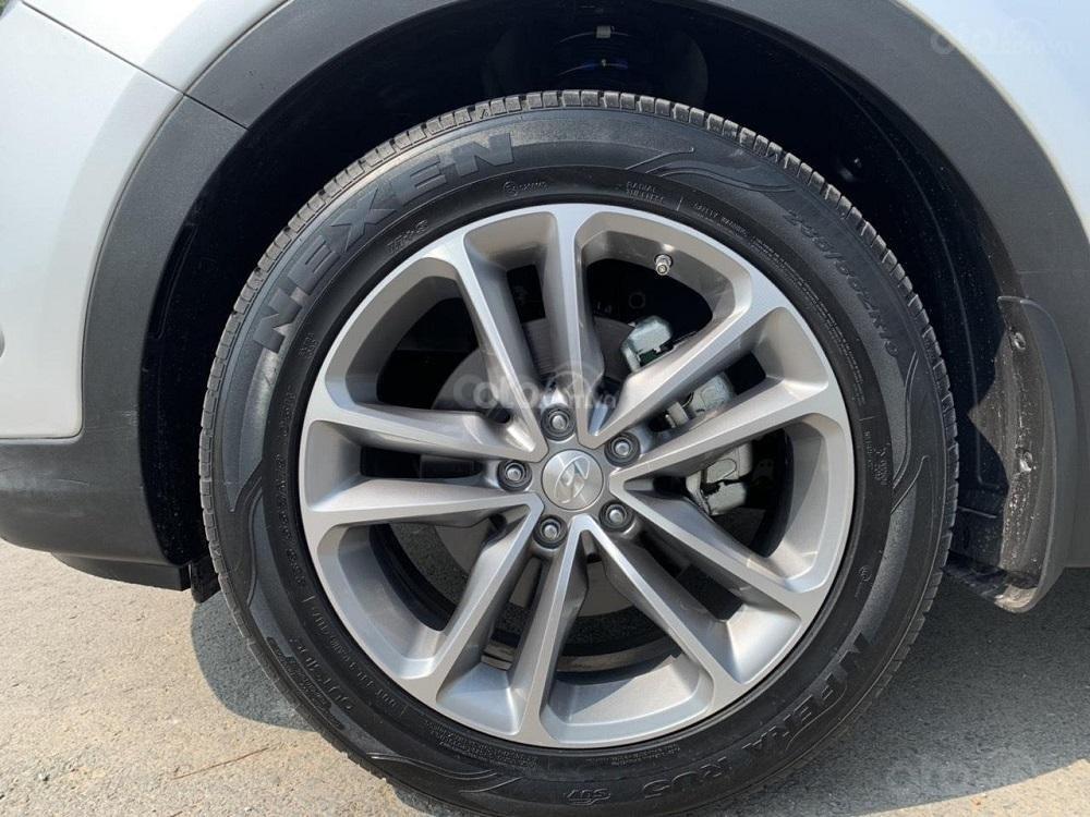 Cần bán Hyundai Santa Fe 2017 diesel 2.2L hai cầu, màu bạc tại TP. HCM (8)