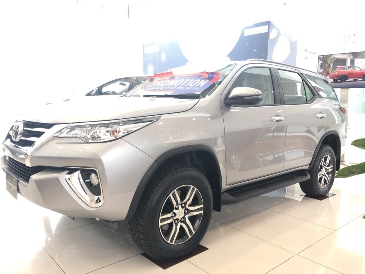 Toyota Fortuner 2019 số tự động máy dầu, hỗ trợ vay với lãi suất 0%, liên hệ 0903 070 070 (2)