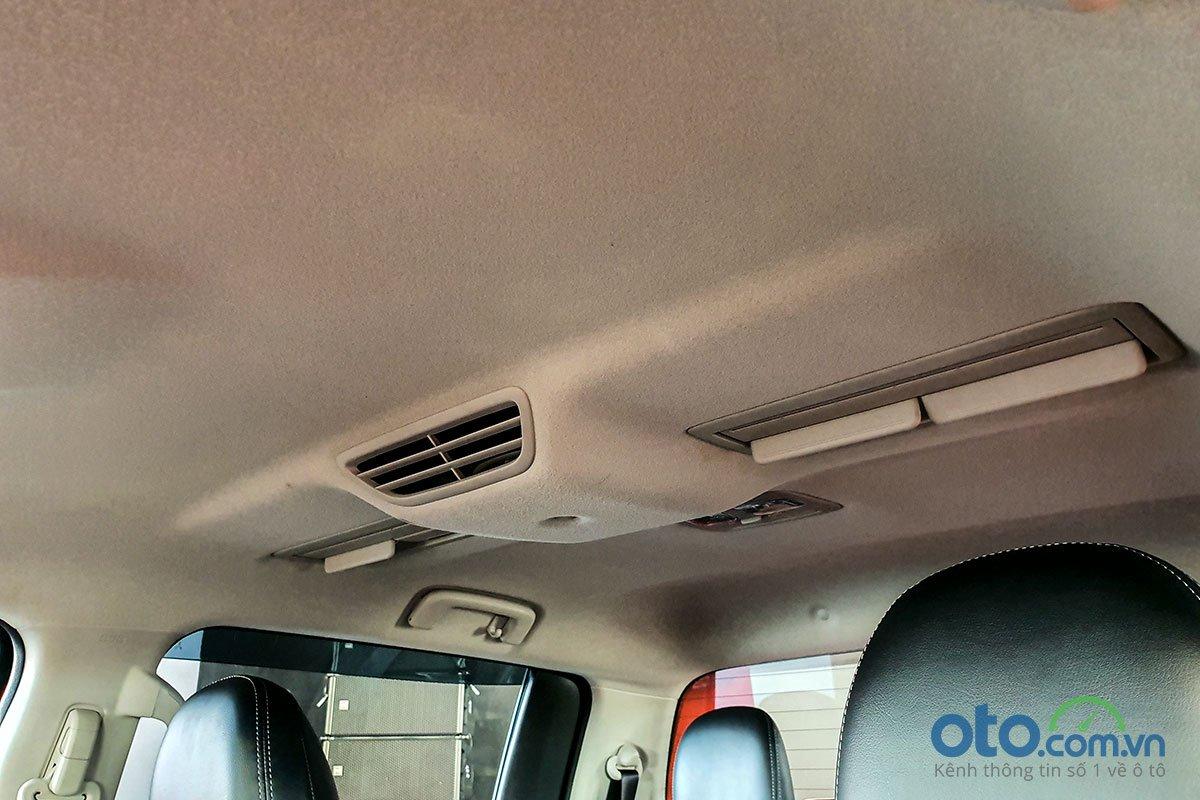 2 phiên bản Premium của Mitsubishi Triton 2020 sẽ có thêm cửa gió cho hành khách phía sau.
