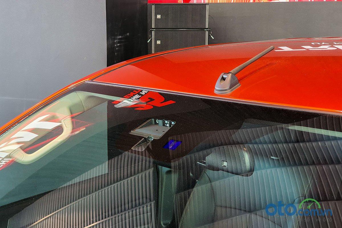 Cảm biến trên gương của Mitsubishi Triton 2020.