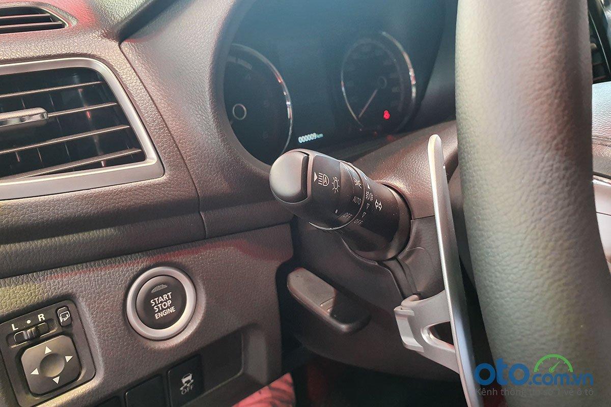 Hệ thống đèn pha thích ứng trên Mitsubishi Triton 2020.