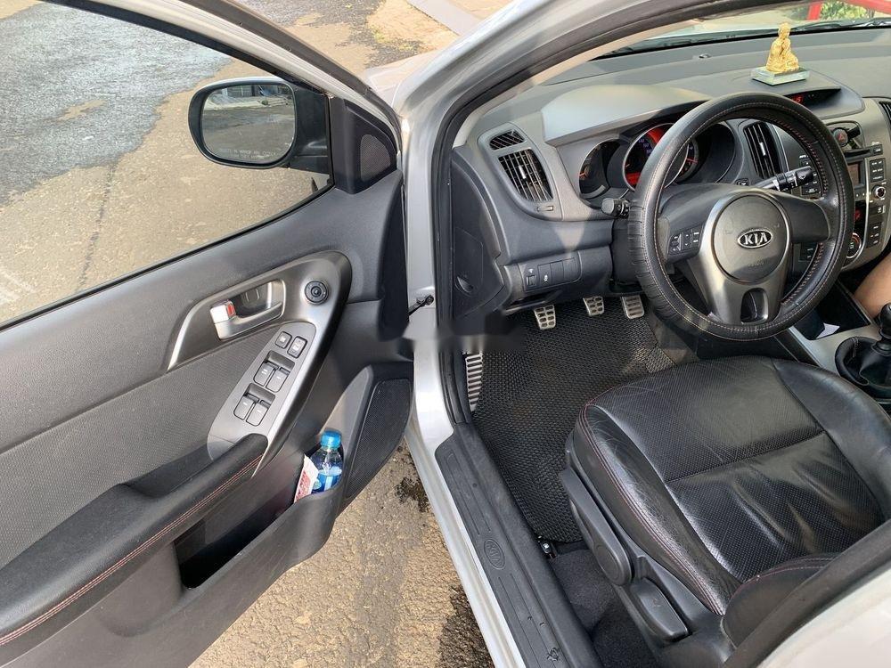 Cần bán gấp Kia Forte SX 2010, màu bạc số sàn (6)