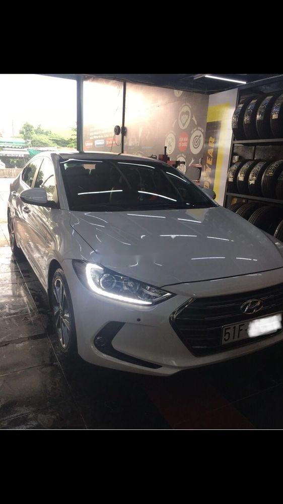 Bán Hyundai Elantra 2.0 sản xuất 2017, màu trắng xe gia đình, giá 680tr (1)