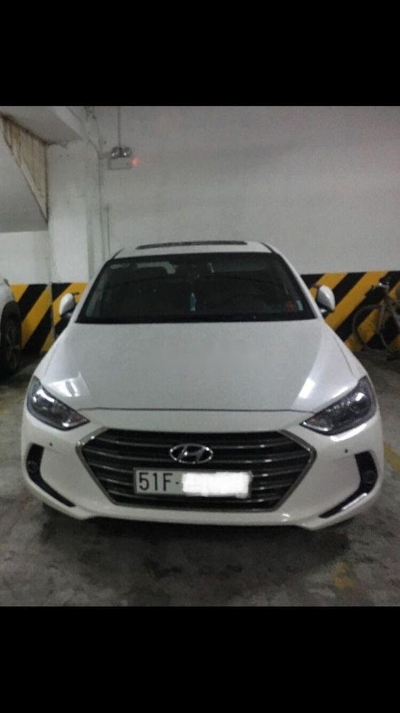 Bán Hyundai Elantra 2.0 sản xuất 2017, màu trắng xe gia đình, giá 680tr (3)