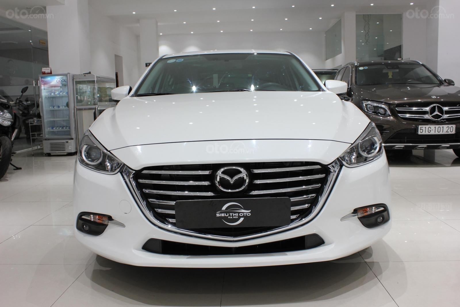 Chính chủ cần bán Mazda 3 2017 bản hatchback màu trắng, số tự động, full option (1)