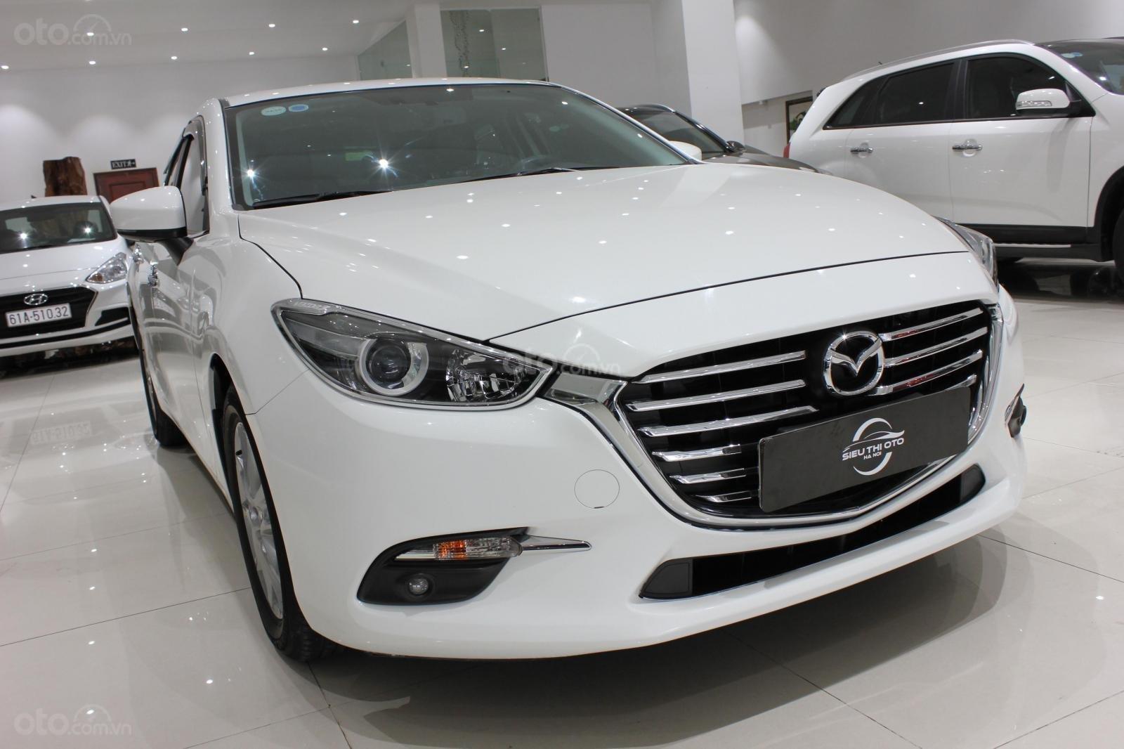 Chính chủ cần bán Mazda 3 2017 bản hatchback màu trắng, số tự động, full option (2)