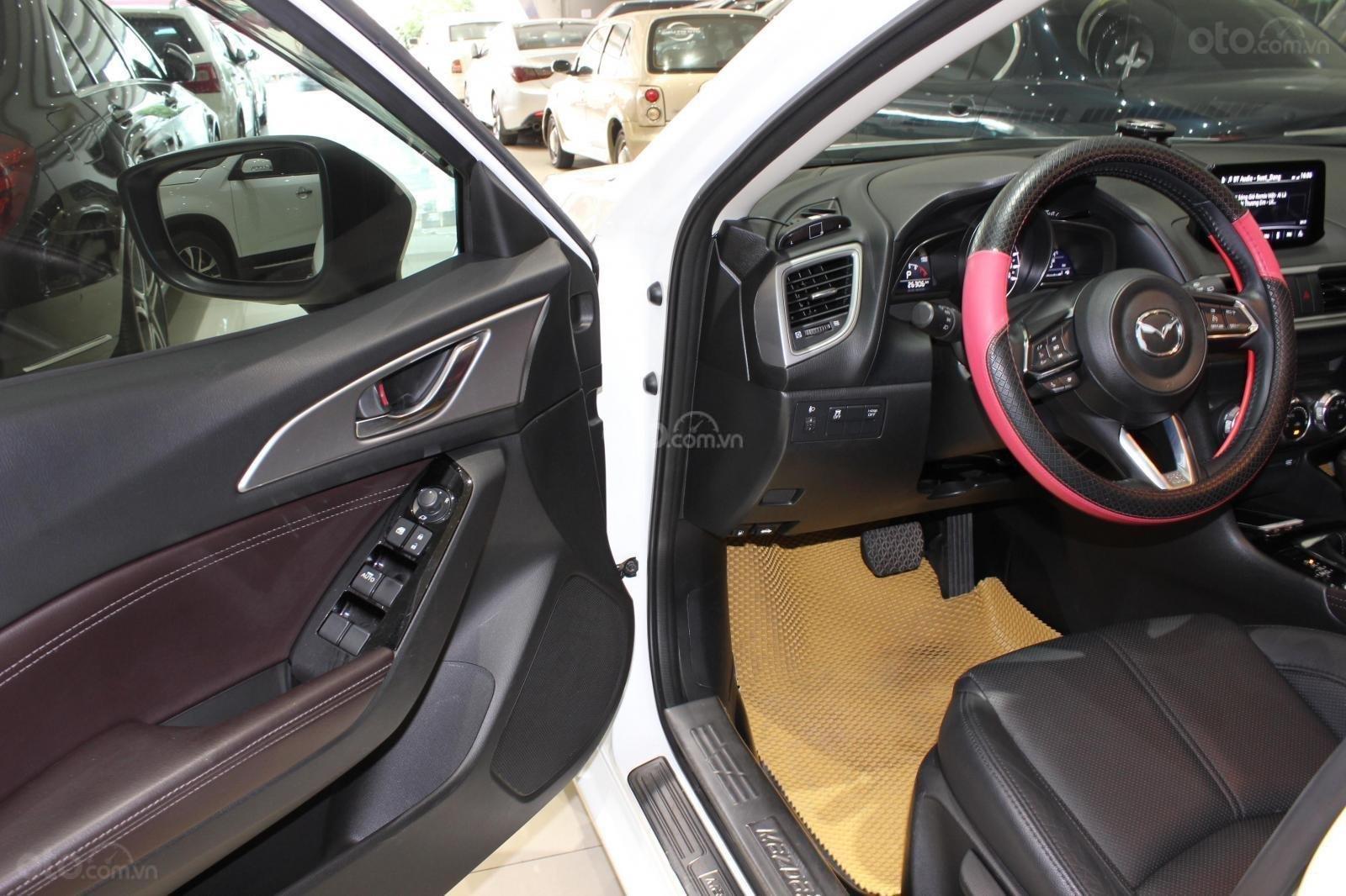 Chính chủ cần bán Mazda 3 2017 bản hatchback màu trắng, số tự động, full option (10)