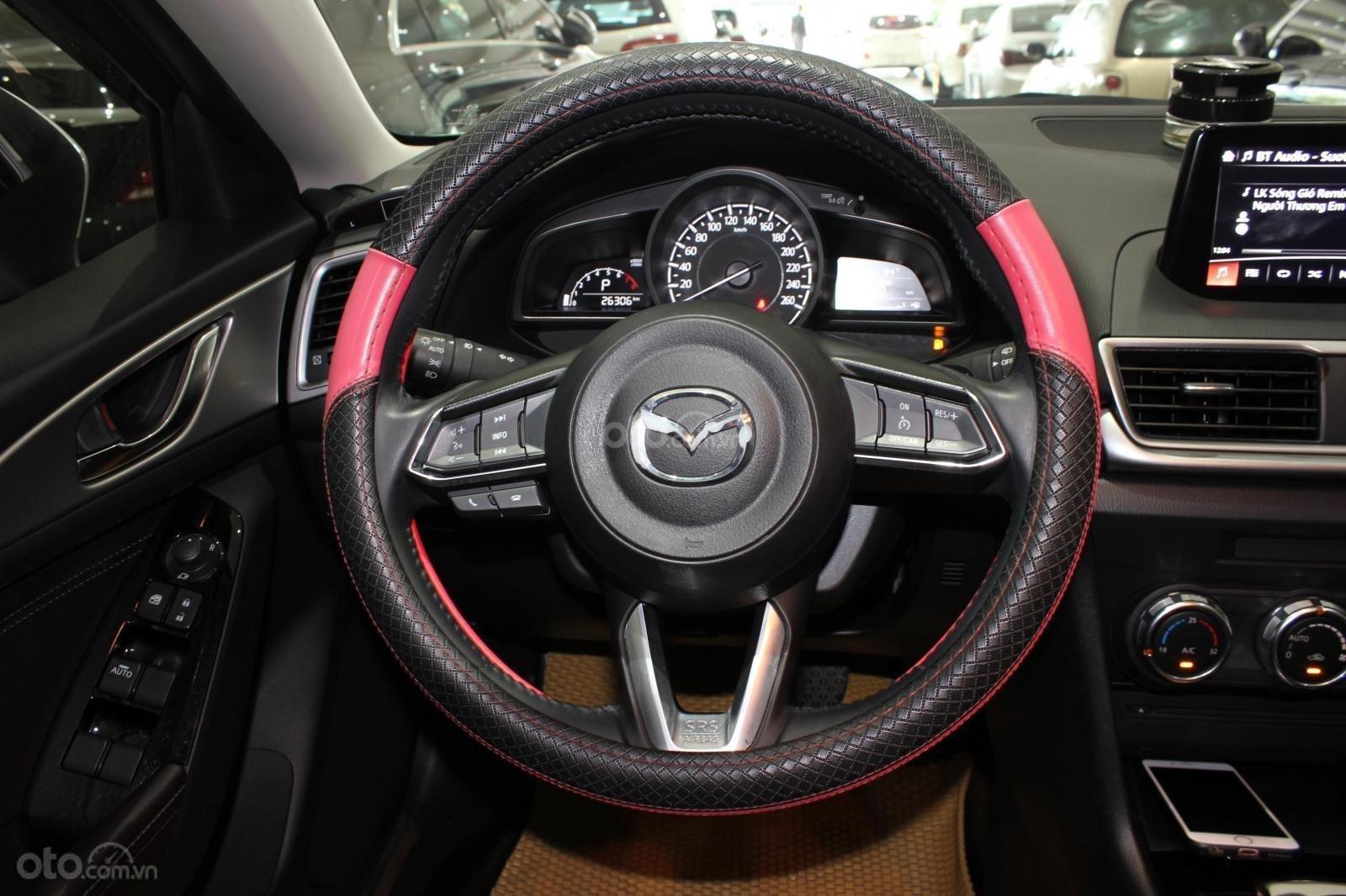 Chính chủ cần bán Mazda 3 2017 bản hatchback màu trắng, số tự động, full option (12)