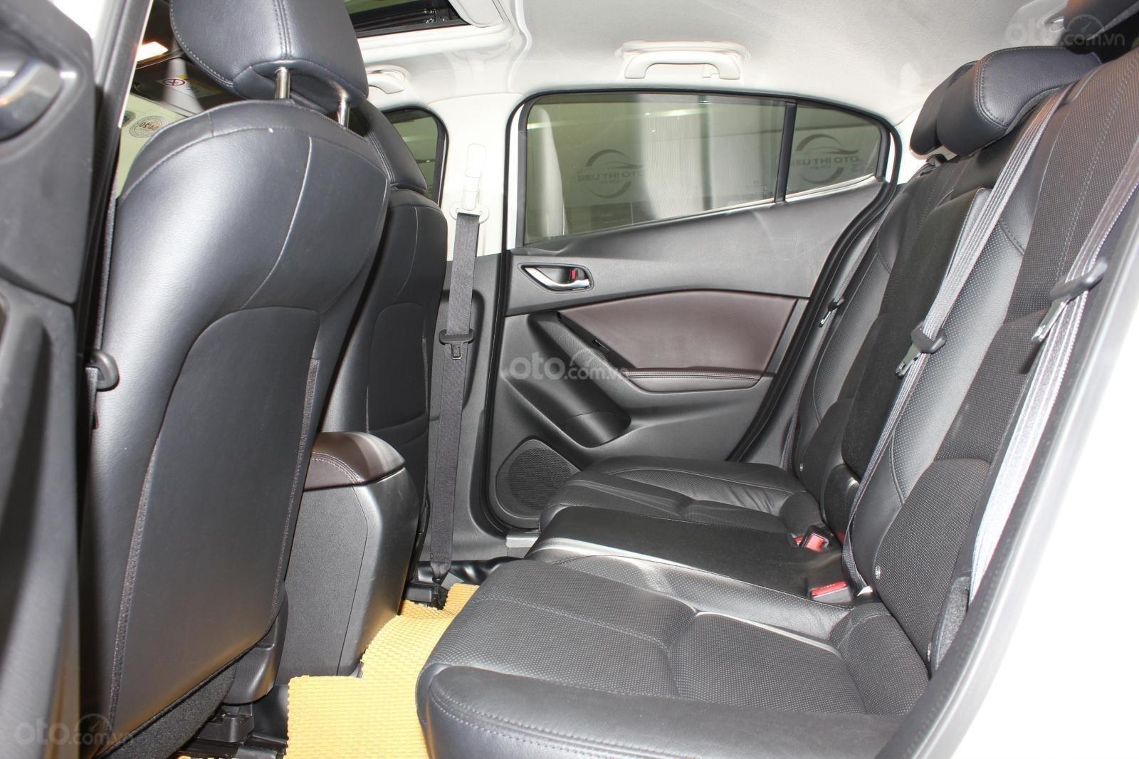 Chính chủ cần bán Mazda 3 2017 bản hatchback màu trắng, số tự động, full option (14)