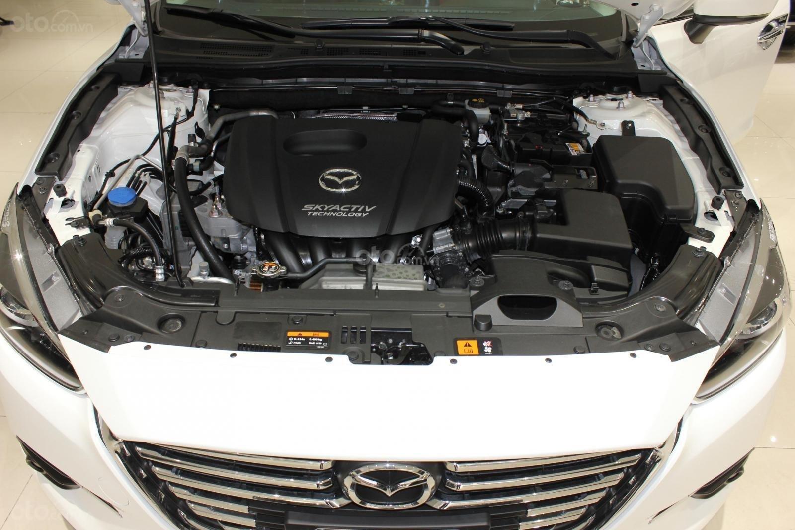 Chính chủ cần bán Mazda 3 2017 bản hatchback màu trắng, số tự động, full option (15)