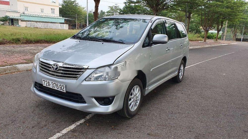 Bán Toyota Innova sản xuất năm 2013, màu bạc xe nguyên bản (2)