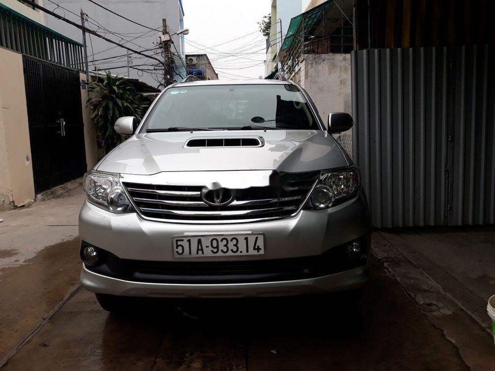 Cần bán lại xe Toyota Fortuner sản xuất năm 2014, màu bạc, giá tốt (2)